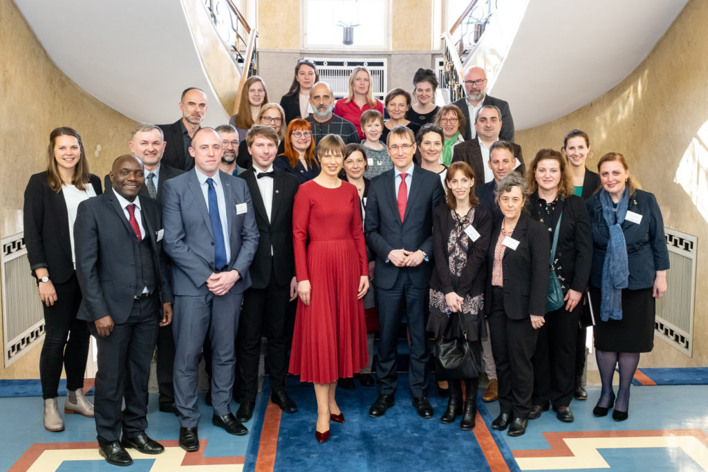 Dieses Bild hat ein leeres Alt-Attribut. Der Dateiname ist Estonian-President-Kaljulaid-1-1024x683.jpg